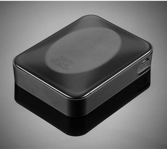 小型カメラ充電器型